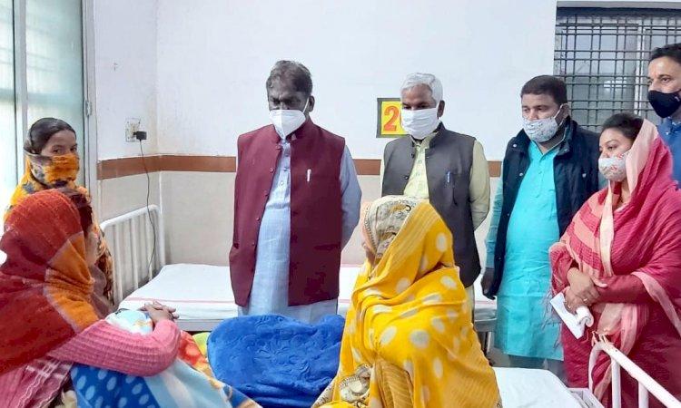 शहडोल अस्पताल में भर्ती बच्चों के परिजनों से रू-ब-रू हुए स्वास्थ्य मंत्री डॉ. चौधरी
