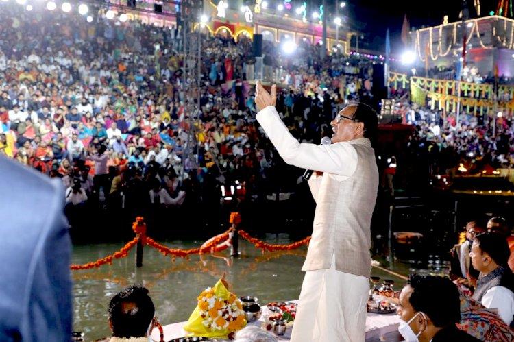 होशंगाबाद जिले का नाम अब नर्मदापुरम होगा, नर्मदा के किनारे सीमेंट कंक्रीट का जंगल नहीं बनने देंगे - श्री चौहान